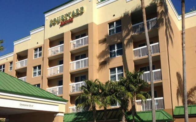 Отель Courtyard by Marriott Aventura Mall вид на фасад