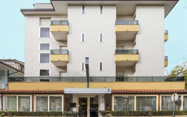 Hotel Nancy Римини вид на фасад