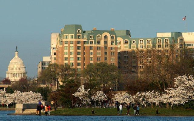 Отель Mandarin Oriental, Washington D.C. США, Вашингтон - отзывы, цены и фото номеров - забронировать отель Mandarin Oriental, Washington D.C. онлайн вид на фасад