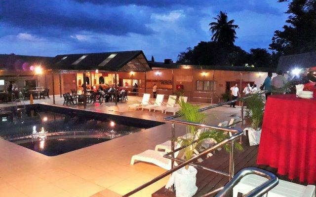 Отель Tanoa Skylodge Hotel Фиджи, Вити-Леву - отзывы, цены и фото номеров - забронировать отель Tanoa Skylodge Hotel онлайн вид на фасад