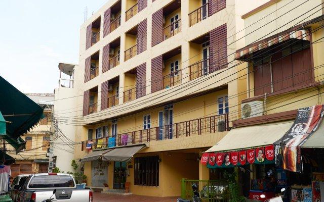 Отель Roof View Place вид на фасад