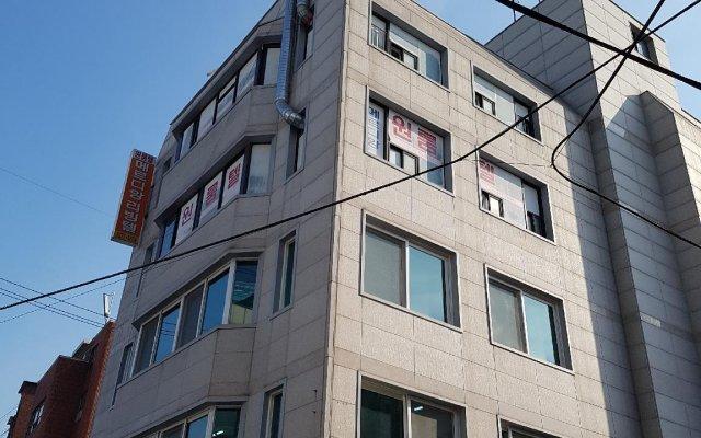 Отель Merdiang Livingtel вид на фасад
