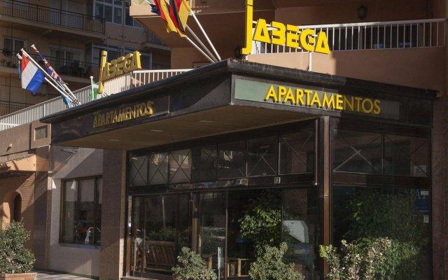 Отель Apartamentos Jabega Испания, Фуэнхирола - отзывы, цены и фото номеров - забронировать отель Apartamentos Jabega онлайн вид на фасад