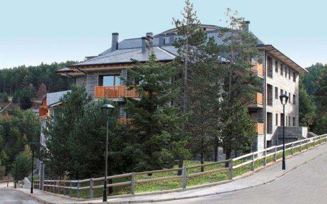 Отель Costarasa Apartamentos Альп вид на фасад
