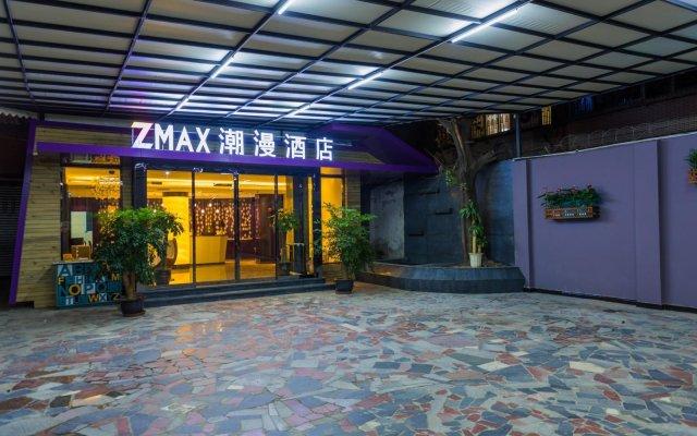 Отель Zmax Chengdu Chunxi Road вид на фасад