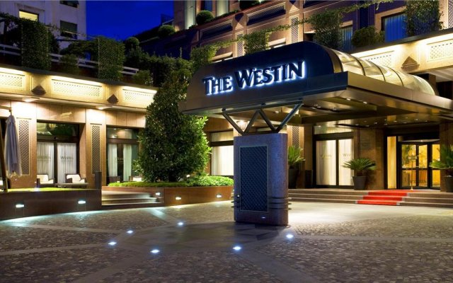 Отель The Westin Palace, Milan вид на фасад