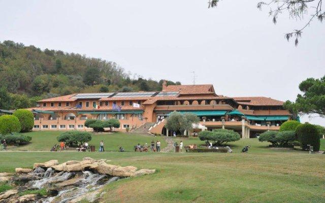 Отель Guest House Golf Club Padova Италия, Региональный парк Colli Euganei - отзывы, цены и фото номеров - забронировать отель Guest House Golf Club Padova онлайн вид на фасад