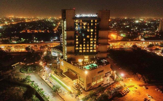Отель Crowne Plaza New Delhi Rohini вид на фасад
