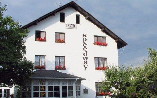 Отель Speedway Чехия, Лазне-Кинжварт - отзывы, цены и фото номеров - забронировать отель Speedway онлайн вид на фасад