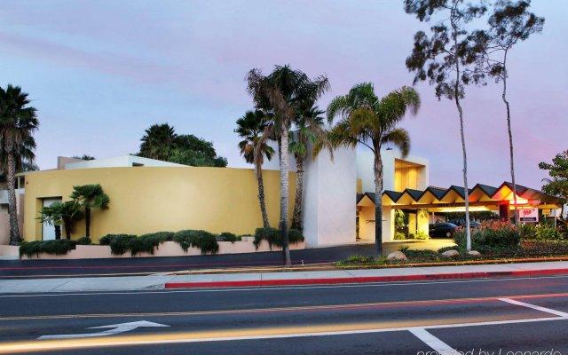 Отель Lemon Tree Inn вид на фасад