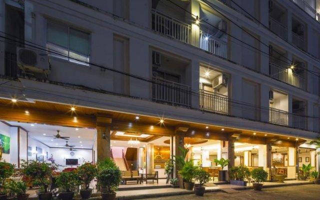 Отель Azure Phuket вид на фасад