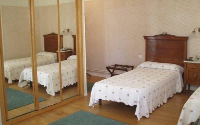 Hotel París комната для гостей