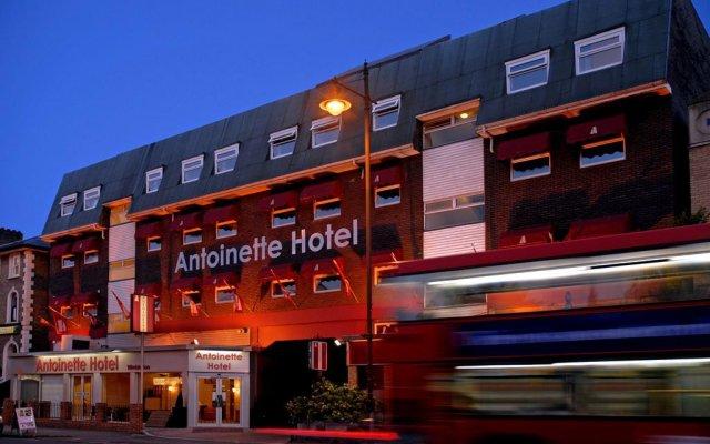 Antoinette Hotel Wimbledon вид на фасад