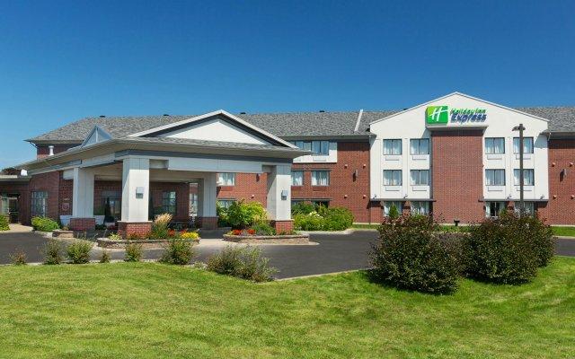 Отель Holiday Inn Express Quebec City - Sainte Foy Канада, Квебек - отзывы, цены и фото номеров - забронировать отель Holiday Inn Express Quebec City - Sainte Foy онлайн вид на фасад