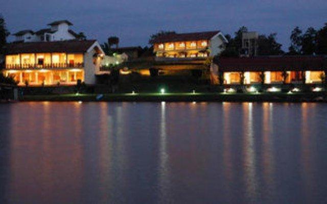 Отель Kalla Bongo Lake Resort Шри-Ланка, Хиккадува - отзывы, цены и фото номеров - забронировать отель Kalla Bongo Lake Resort онлайн вид на фасад