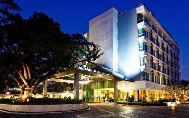 Отель Royal Princess Larn Luang вид на фасад