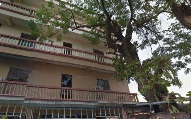 Отель Queen`S Garden At River View Бангкок вид на фасад
