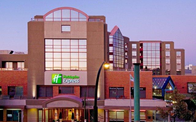 Отель Holiday Inn Express Vancouver-Metrotown (Burnaby) Канада, Бурнаби - отзывы, цены и фото номеров - забронировать отель Holiday Inn Express Vancouver-Metrotown (Burnaby) онлайн вид на фасад