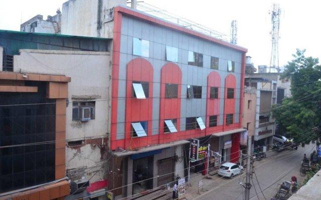 Hotel Poonam вид на фасад