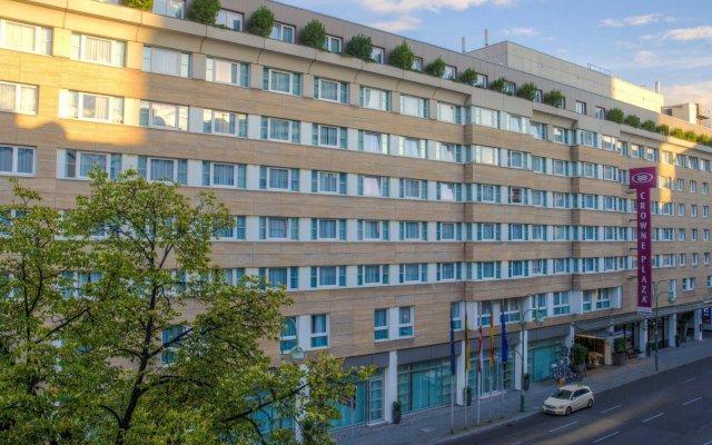 Отель Crowne Plaza Berlin City Centre вид на фасад