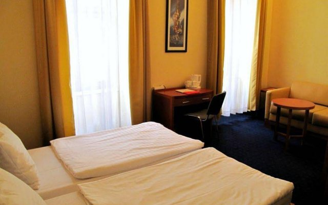 Отель Alfa Hotel Fiesta Венгрия, Будапешт - отзывы, цены и фото номеров - забронировать отель Alfa Hotel Fiesta онлайн сейф в номере