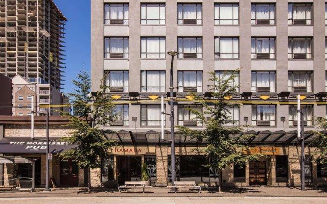 Отель Ramada by Wyndham Vancouver Downtown Канада, Ванкувер - отзывы, цены и фото номеров - забронировать отель Ramada by Wyndham Vancouver Downtown онлайн вид на фасад