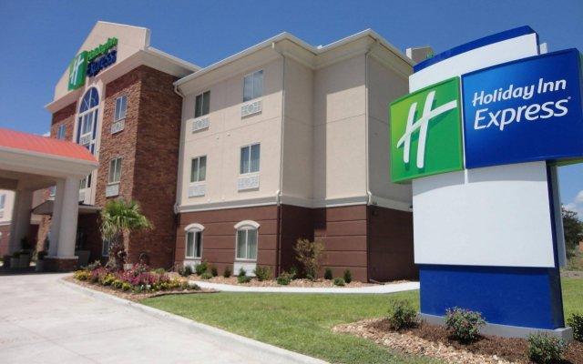 Отель Holiday Inn Express Kenedy Кенеди вид на фасад