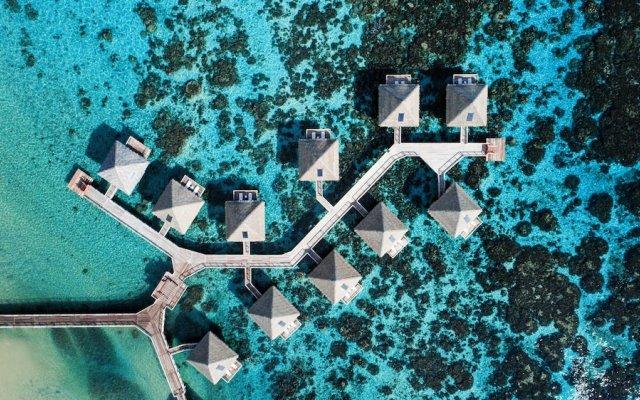Отель Tahiti Ia Ora Beach Resort - Managed by Sofitel вид на фасад