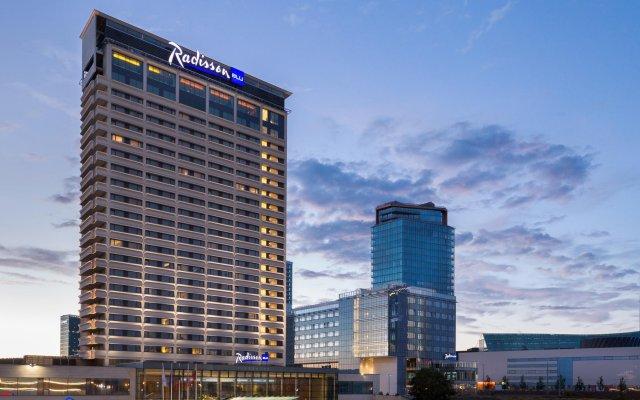 Отель Radisson Blu Hotel Lietuva Литва, Вильнюс - 5 отзывов об отеле, цены и фото номеров - забронировать отель Radisson Blu Hotel Lietuva онлайн вид на фасад