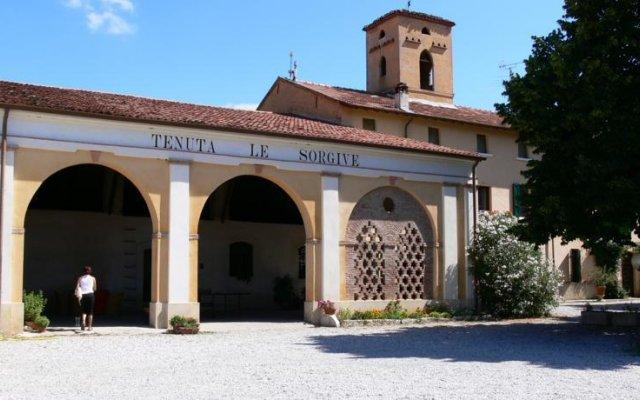 Отель Tenuta Le Sorgive Agriturismo Сольферино вид на фасад