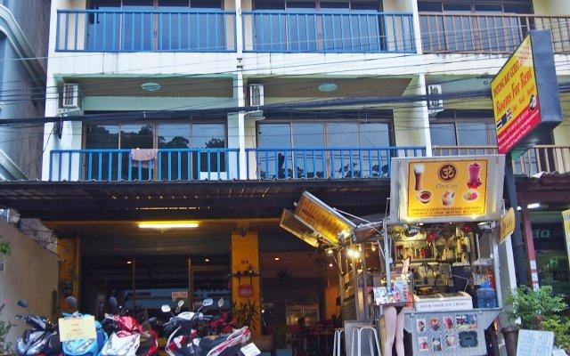 Отель Patong Bay Guesthouse вид на фасад