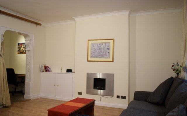 Апартаменты 1 Bedroom Apartment in Knightsbridge комната для гостей
