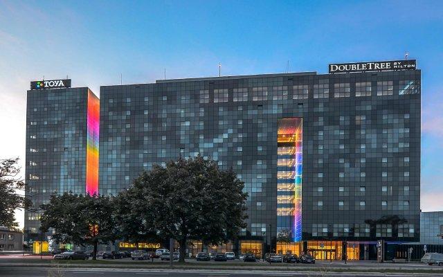 Отель DoubleTree by Hilton Hotel Lodz Польша, Лодзь - 1 отзыв об отеле, цены и фото номеров - забронировать отель DoubleTree by Hilton Hotel Lodz онлайн вид на фасад