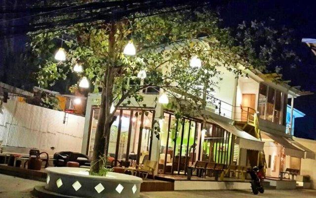 Отель Monkey Village вид на фасад