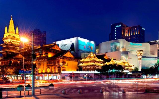 Отель Swissotel Grand Shanghai вид на фасад
