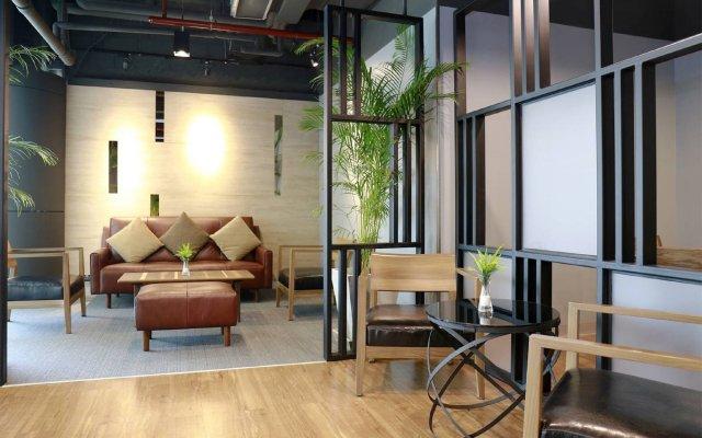 Отель Sleep Box By Miracle Бангкок вид на фасад