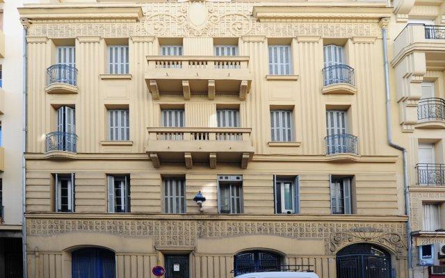 Отель Paul Valery вид на фасад