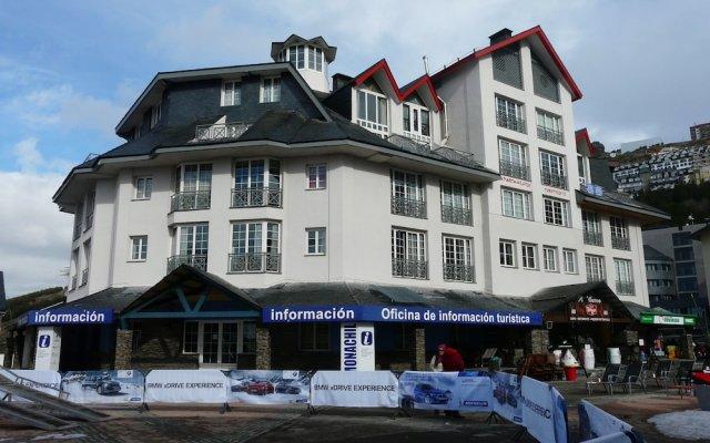 Отель Apartamentos GHM Monachil вид на фасад