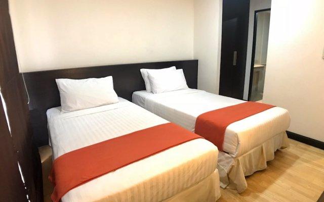 Отель Twin Peaks Sukhumvit Suites Бангкок комната для гостей