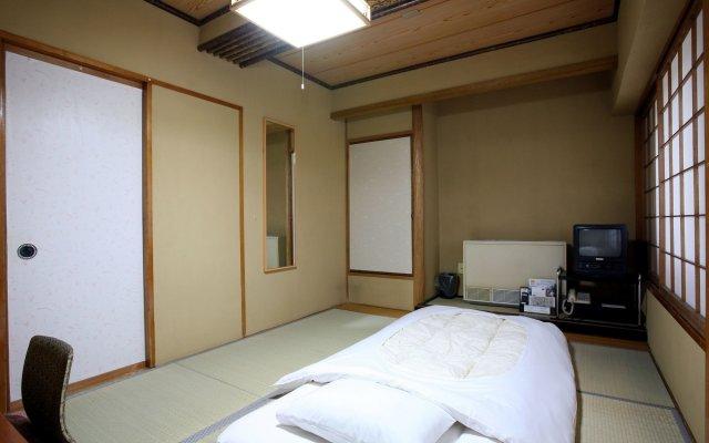 Takasaki Ekimae Plaza Hotel Томиока комната для гостей