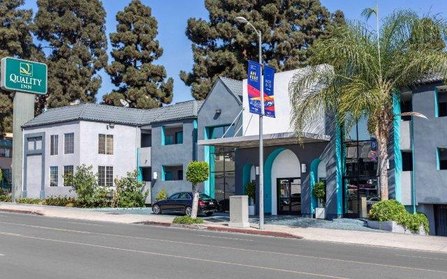 Отель Quality Inn Near Hollywood Walk of Fame США, Лос-Анджелес - 1 отзыв об отеле, цены и фото номеров - забронировать отель Quality Inn Near Hollywood Walk of Fame онлайн вид на фасад
