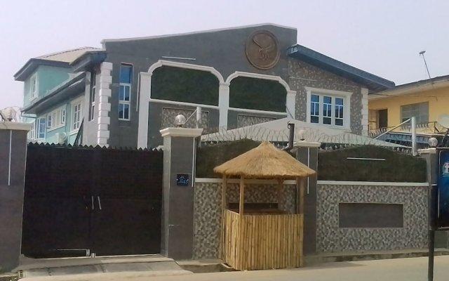 Апартаменты House Eleven Hotels and Apartments вид на фасад