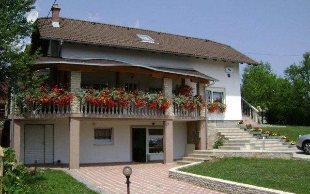 Отель House Sara Хорватия, Плитвицкие озёра - отзывы, цены и фото номеров - забронировать отель House Sara онлайн вид на фасад