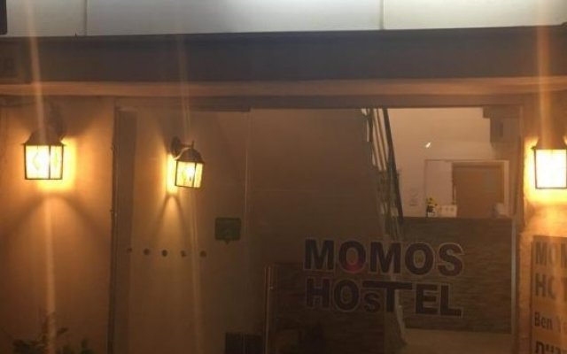 Momos Hostel вид на фасад