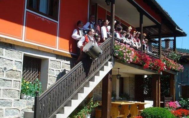 Отель Guest House Astra вид на фасад