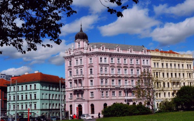 Opera Hotel вид на фасад