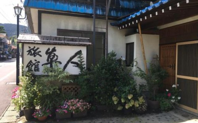Отель Hayato Ryokan Цуруока вид на фасад