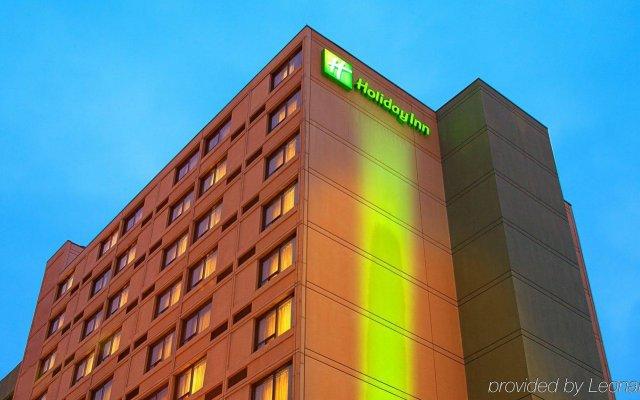 Отель Holiday Inn Toronto - Yorkdale Канада, Торонто - отзывы, цены и фото номеров - забронировать отель Holiday Inn Toronto - Yorkdale онлайн вид на фасад