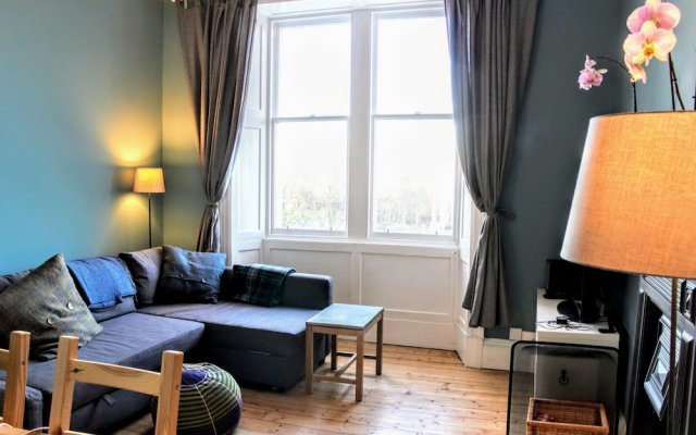 Modern Arthurs Seat Apartment