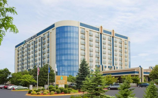 Отель Embassy Suites Minneapolis - Airport Блумингтон вид на фасад